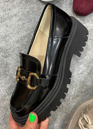 Кожаные наплак черные стильные туфли
