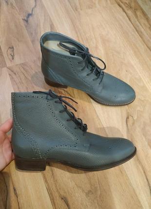 Новые кожаные ботинки фирмы clarks 26 см