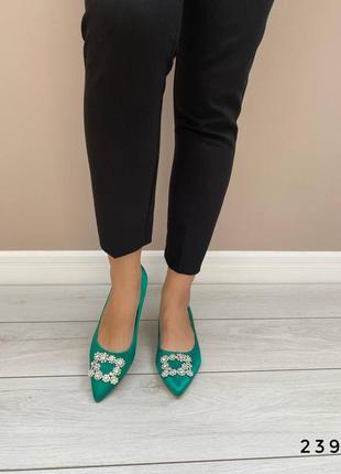 Женский туфли с брошкой