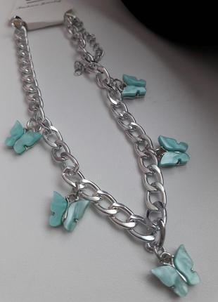 Цепочка с бабочками блестящая  серебристая с камнями стразы,колье,ожерелье,цепочка,цепь,ланцюжок