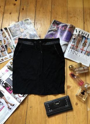 Черная стильная юбка