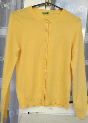 Красивая жёлтая кофта/свитер шерсть на жемчужных пуговицах united color of benetton.