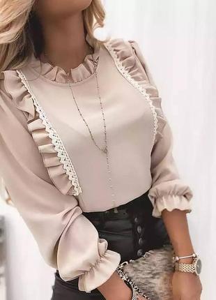 Блузка с оборками с длинными рукавами