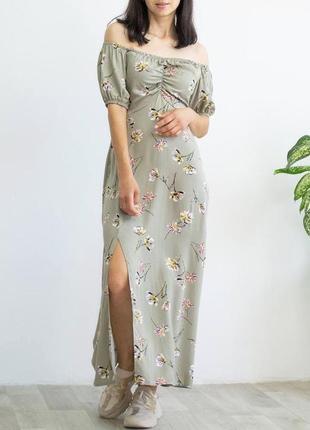 Легкое платье в цветочек со спущенными плечами