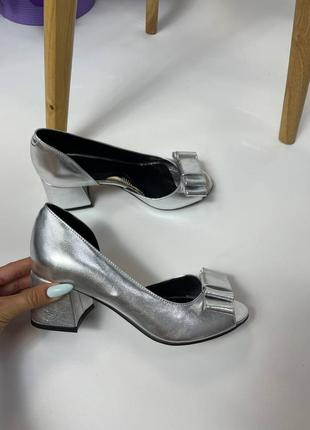 Туфли с бантиком и открытым пальчиком