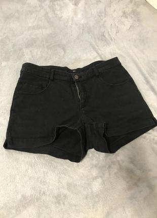 Чёрная шорты новые
