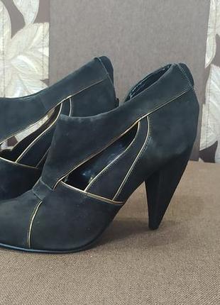 Туфли туфлі с острым носком 34,35 размер