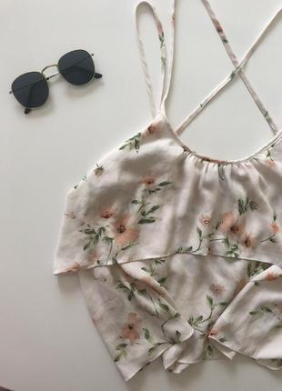 Легкая летняя маечка с цветочным принтом бренда forever 21