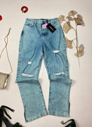 Голубые джинсы с рваностями prettylittlething, снизу разрезы