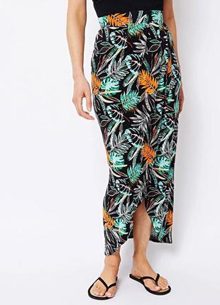 Длинная трикотажная юбка на запах с тропическим принтом р.16