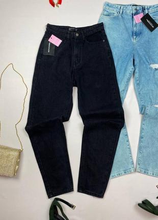 Черные мом джинсы prettylittlething