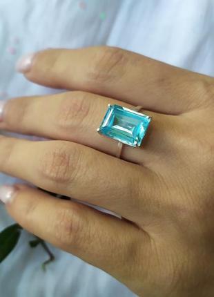 Серебряное кольцо с натуральным голубым топазом