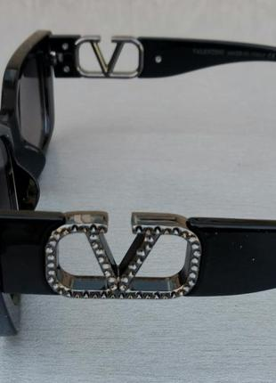 Valentino очки женские солнцезащитные модные узкие черные с серебристым логотипом4 фото
