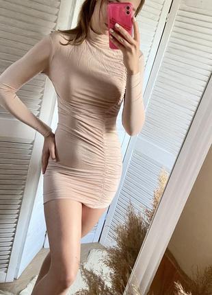 Шикарное платье в обтяжку бежевое