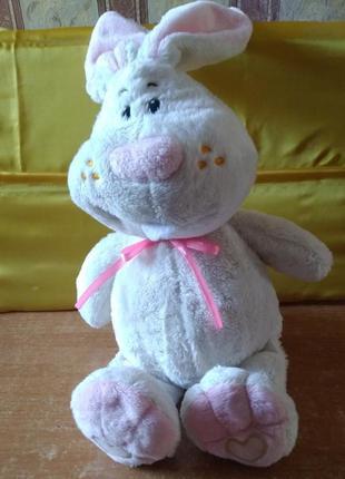 Игрушка мягкая, заяц белый с розовым бантиком. на лапках – сердечки.