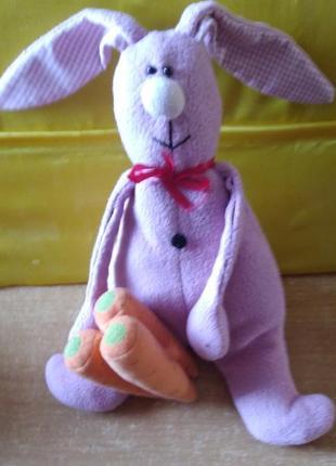 Игрушка мягкая, заяц розовый с морковкой. симпатичный.