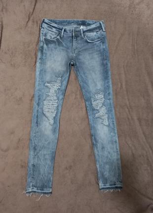 Крутые рваные джинсы denim