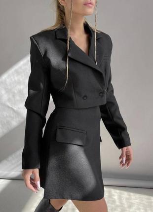 Очень красивый жепский черный костюм с юбкой