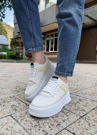 Бежеві кросівки в стилі форс🔥