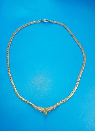 Ожерелье с камнями под золото