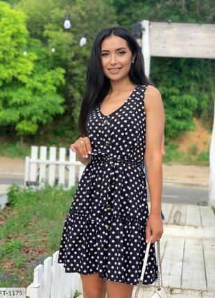Чёрное платье в горошек