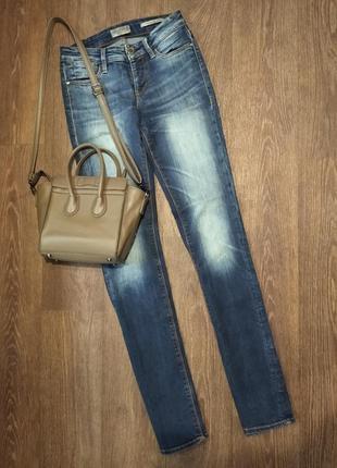 ❤️шикарные джинсы guess в новом состоянии