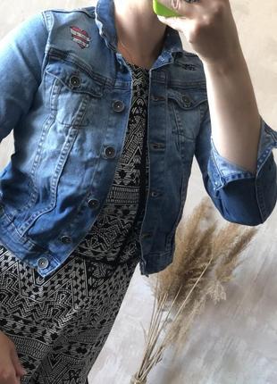 Пиджак куртка джинсовая с нашивками и вышивкой