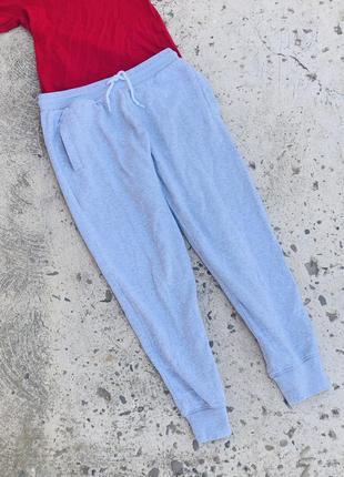 Спортивные серые штаны база