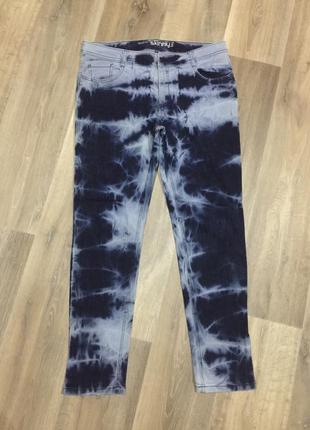 Очень крутые вареные джинсы скинни  ,на 54 р,состояние новых!