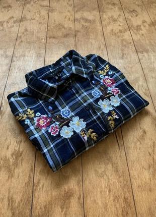 Рубашка в клетку с цветочной вышивкой
