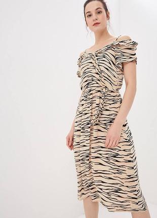 Платье в принт zara