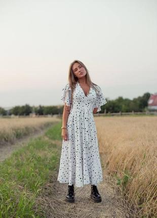 Платье на запах с рюшами воланами вырезом приталенное с поясом длинное миди повседневное легкое летнее сарафан свободного кроя