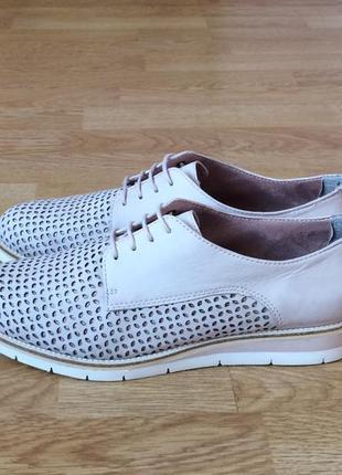 Кожаные туфли tamaris 40 размера в отличном состоянии
