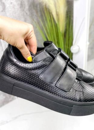 Черные кроссовки на липучке натуральная кожа перфорация