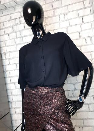 Чёрная рубашка  с коротким рукавом