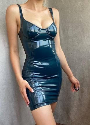 Облегающее лаковое платье oh polly