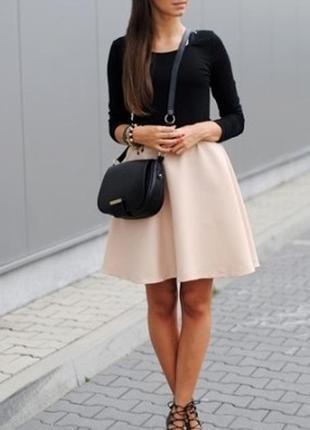 Модная велюровая кофточка черного цвета.