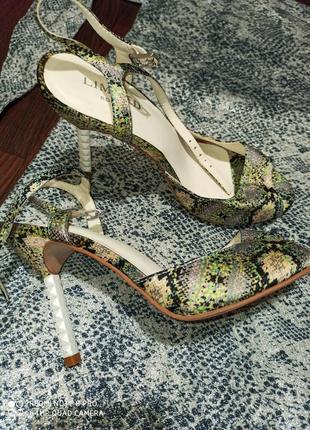 Обалденные шикарные туфли босоножки под змеиную кожу