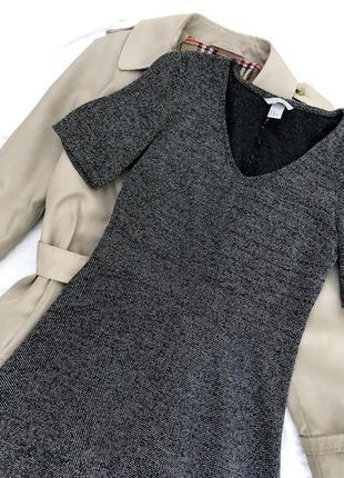 Платье трапеция с v-образным вырезом