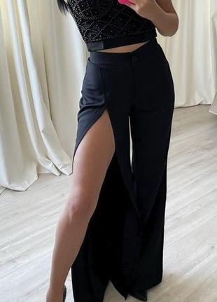 Чорні класичні брюки з розрізом