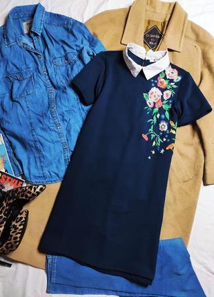 Zara зара платье синее прямое с белым воротником с вышивкой классическое короткое