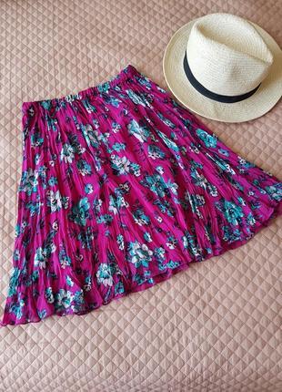 Розовая юбка жатка в цветы