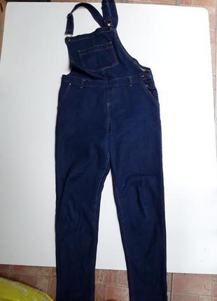 Фирменный стрейчевый джинсовый комбинезон