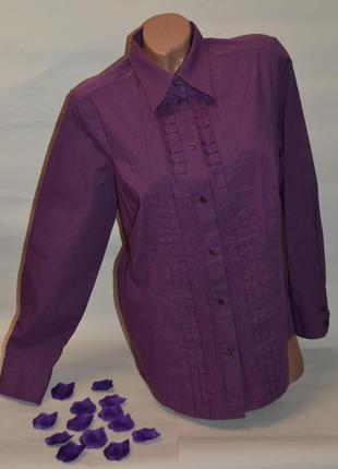 Красивая фиолетовая рубашка.