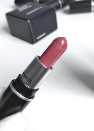Матовая помада mac matte lipstick в оттенке mehr