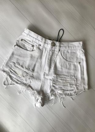 Белые джинсовые шорты xs-s