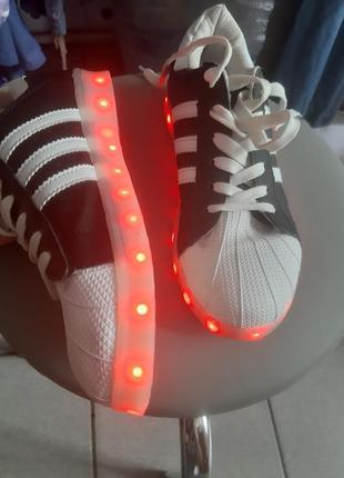Светящиеся кроссовки кеды