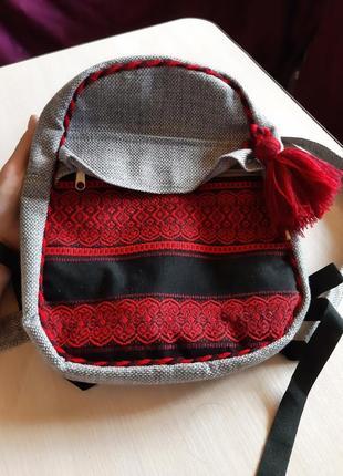 Рюкзак из мешковины с вышивкой