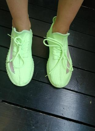 Новые кроссовки, лёгкие и удобные