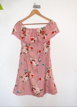 Очень красивое платье на плечах от primark рр 14 наш 48